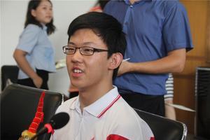 北京高考理科前百名超7成选清华 状元进软件学院