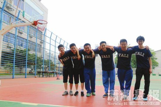 雅礼中学1301班6名学生合影,预计他们都将被清华北大录取。图/晨报摄友团郭云童