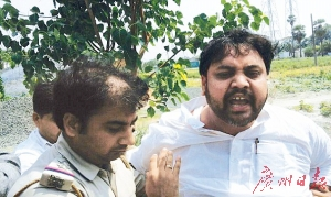 校长巴查哈·拉伊被捕。