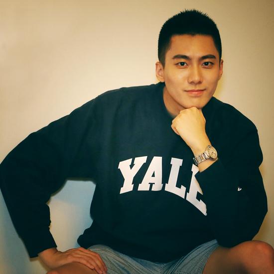 作者Leo(微博: @李柘远LEO)本科毕业于耶鲁大学经济学,今年夏天将入读哈佛大学商学院MBA。