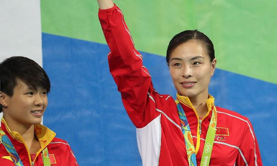 吴敏霞(右)夺得第5枚奥运金牌