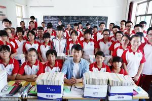 中国高中生群像:成批复习到深夜缺觉睡
