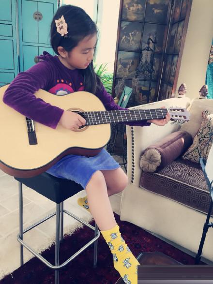 多多弹吉他
