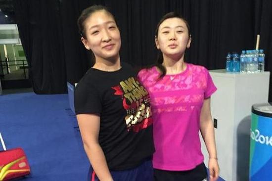 刘诗雯(左一)福原爱(右一)