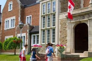 新一轮留学申请季启动 加拿大带薪实习受追捧
