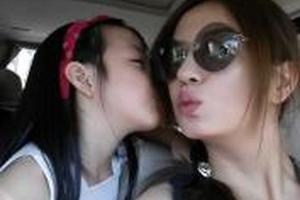 赵薇陪女儿迪拜逛街 购香港豪宅为读国际学校