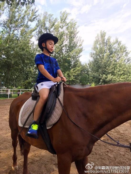 威廉弟弟骑马