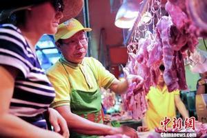 北大才子养猪卖肉做屠夫找回尊严 比进体制强