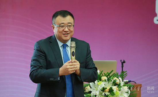 杨斌讲话。记者 苑洁 摄