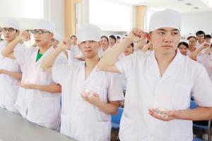 四川首个男护班开课 男护士更受欢迎