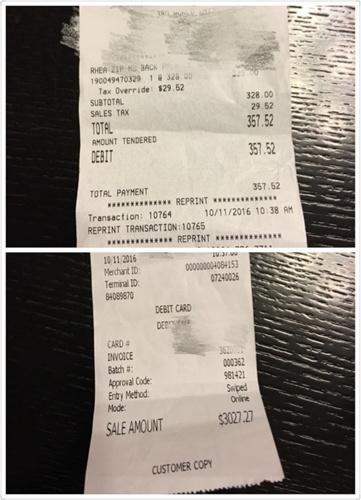 同一笔交易,两张收据的数额相差十倍,持银联卡消费的游客需注意。(美国《世界日报》/袁女士供图)