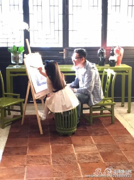 王诗龄与爸爸学画画