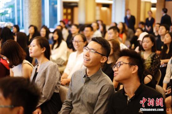 资料图:为了使留学生群体尽快适应在美生活,并为之提供有针对性的指导和帮助,中国驻纽约总领馆专门举办了以安全教育为主题的新生见面会。 中新社记者 廖攀 摄