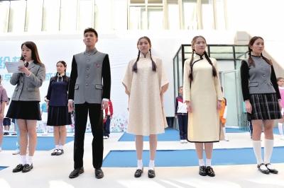 新款校服中融入了中国元素。京华时报记者王海欣摄