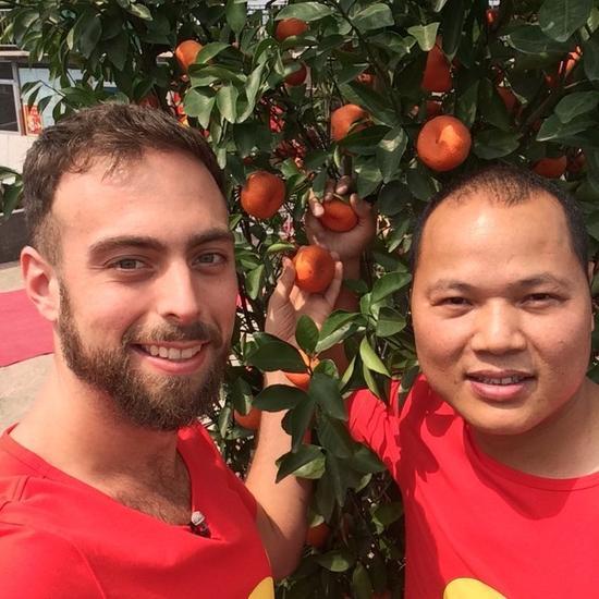 跨越中美橘子哥事件拍电影 谢耳朵主演(双语)