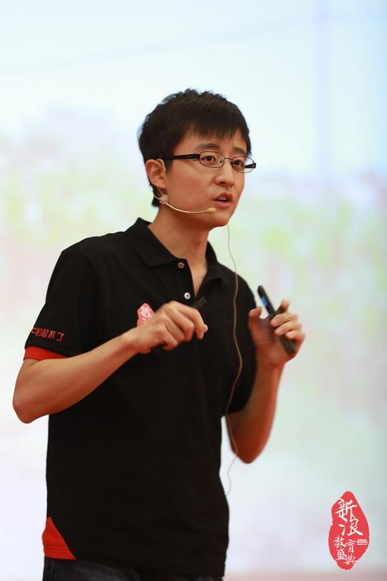杨临风在新浪2016中国教育盛典在线教育峰会现场