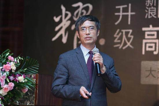 厦门大学考试研究中心副主任张亚群在新浪2016中国教育盛典高考升学规划行业峰会现场