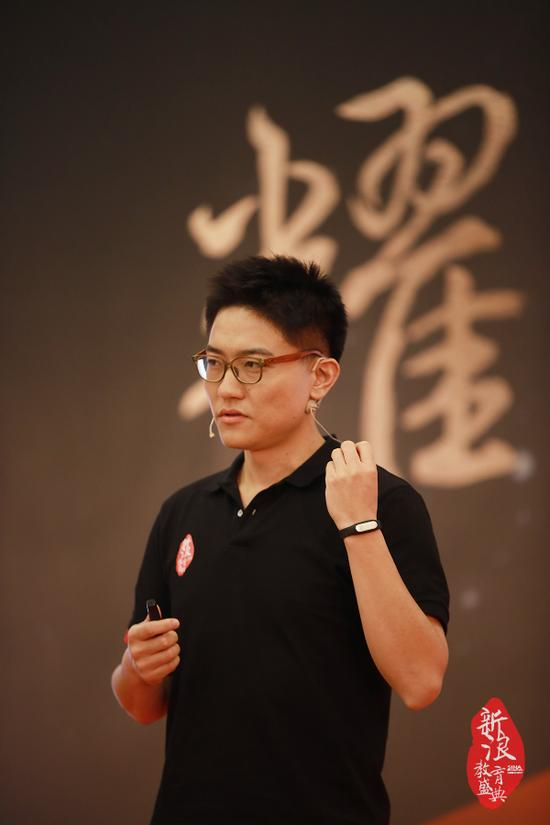 王翌在新浪2016中国教育盛典在线教育峰会现场