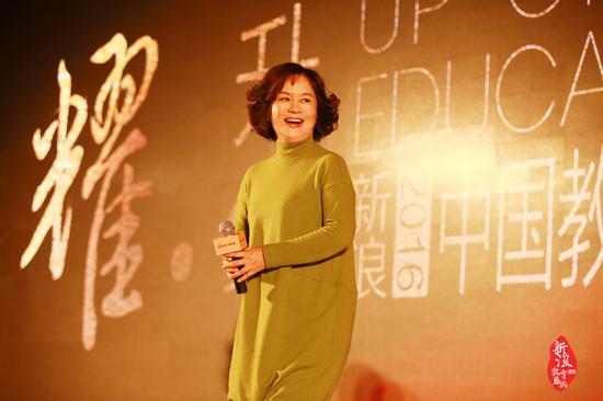 鞠萍姐姐在新浪2016中国教育盛典
