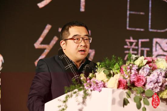 新浪副总裁葛景栋在新浪2016中国教育盛典现场