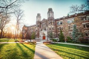 赴美读大学不考SAT也能读名校?
