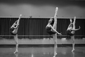 实拍上海舞蹈学校古典舞课堂 舞者气质优雅(图)