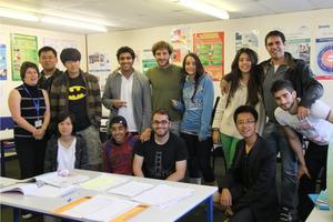 大量移民引学生数量激增 英学校开启大班授课