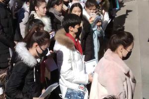 王俊凯来了 北京电影学院万人空巷(图)