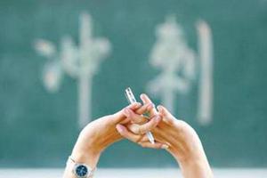 高考前爸妈辞职六家长陪考 孩子压力大发挥失常