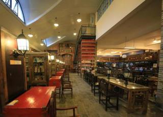 古典风图书馆酷似霍格沃兹