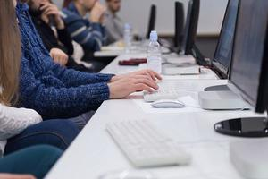 英政府严查网络论文代笔 情节严重学生或被开除