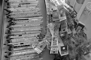 高三学生刷习题 一学期刷了124根笔