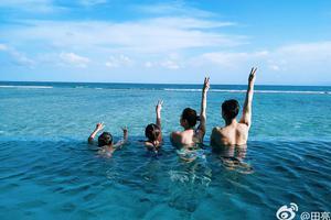 田亮晒马尔代夫泳装照 一双儿女就读国际学校