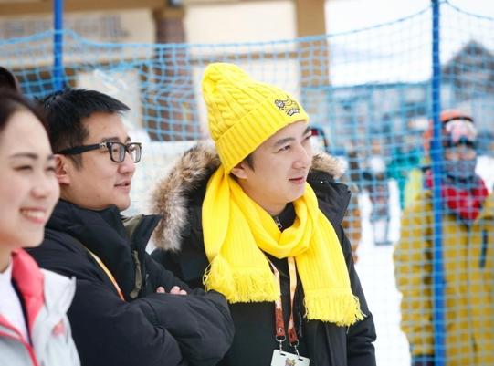 王思聪小黄帽很抢镜