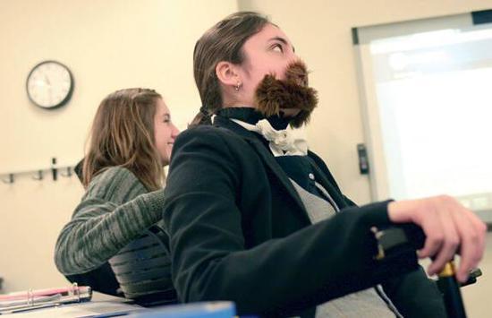 ▲身穿戏服的学生尝试回应历史教学法