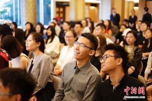 """教育部:逾八成留学人员学成回国 """"逆差""""逐渐缩小"""