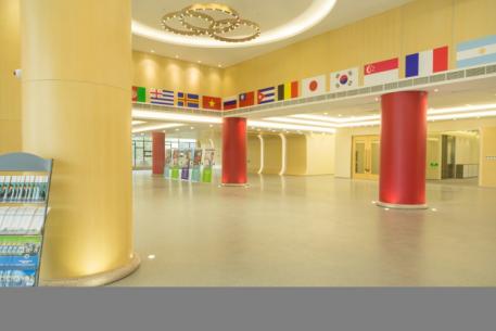 """主楼的六根柱子代表品德教育的""""六大支柱"""""""