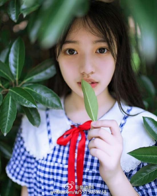 川音艺考生晒甜美写真 软萌可爱似夏天