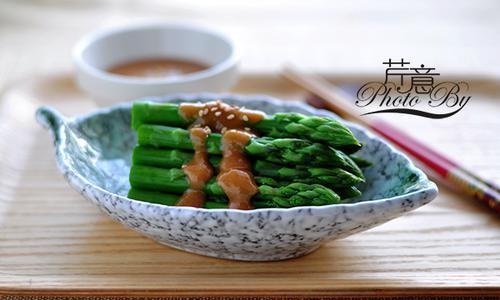 味增淋芦笋:清清爽爽的春季养生小菜