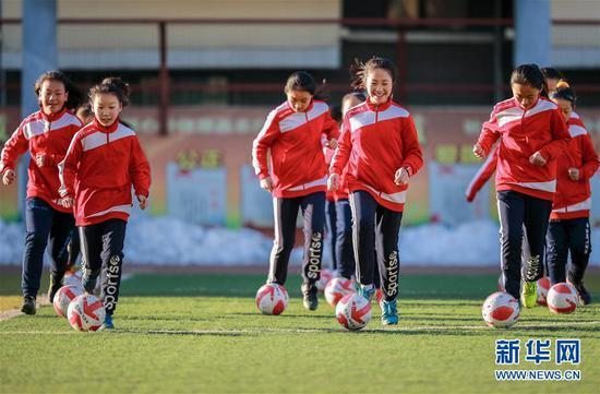 招华人小球员 西澳推足球项目助新移民融入