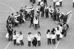 高考仅剩80天:600名高三学生扮大树松鼠跳操