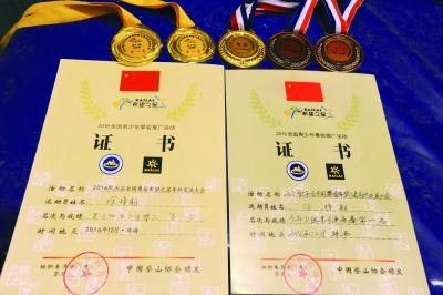 徐梓期获得的各种奖牌与奖状。