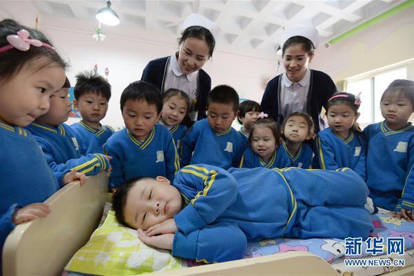 幼儿园小朋友学习睡眠超萌