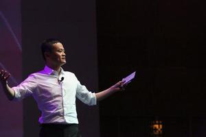 马云:看到很多人去学MBA 但回来时都变蠢了
