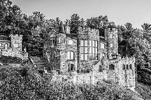 男子数十年为儿子建城堡 如今值近9000万元(图)