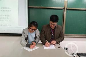 大学老师与学生签课堂合同:不迟到不玩手机