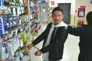 男子假扮留学生超市盗窃 说一口流利英语