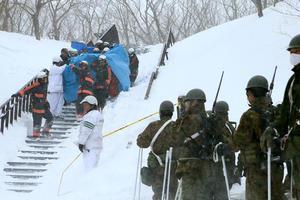 日本一滑雪场发生雪崩 八名学生丧生40人受伤