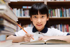 家长课堂:爸妈不陪写作业 孩子多得5种能力
