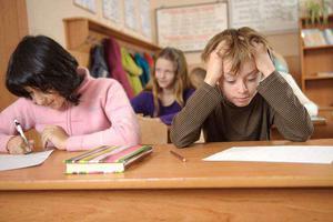 考前社交媒体讨论试题 英270名学生被罚重考试